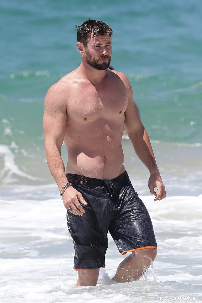 Chris-Hemsworth-Shirtless-Australia-Pictures-Oct-2017.jpg