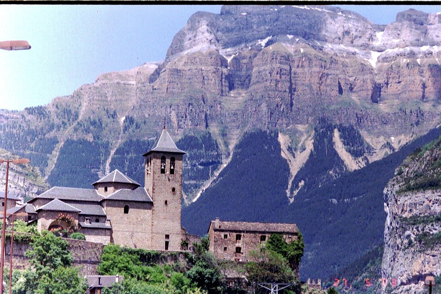 torla-pyrenees-spain-03_4306420112_o.jpg